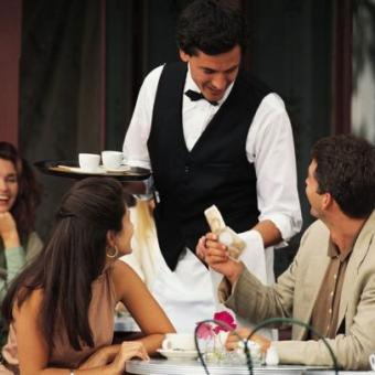 Σερβιτόροι/ρες - beach bar - Μάλια εικόνα
